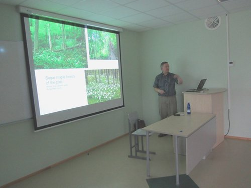 Presenting lecture at Estonian University of Life Science forest ecology class--note photos of Mohawk and Monroe Forests, Massachusetts, by Bob Leverett on the screen